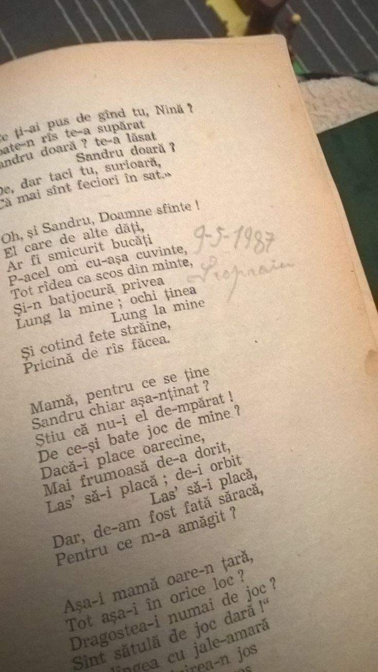 Ieri sera asa. Am descoperit aceasta carte de George Cosbuc, era al tatalui meu .. pe o pagina scrie 1987 ! Cate istorie are aceasta carte, ganditi-va ca a rezistat la un incendiu 👨🚒, incendiul casei bunicilor mei! Am gasit poi si o carte de a mea de Tudor Arghezi, de cand eram copila in clasa a 2° sau a 3° 😊.  In curand un nou podcast cu una dintre aceste doua carti !