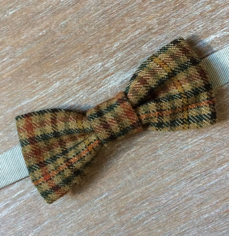 Single layered tweed bow tie. Check the webshop on www.bakerstreethandmade.com
