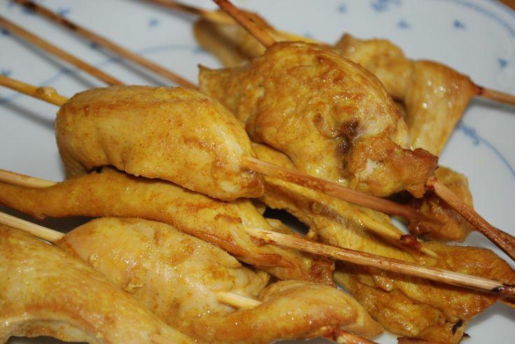 Kycklingspett marinerade i olja, soja, vitlök, ingefära, apelsin och koriander.