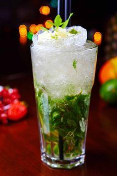 Mojito analcolico, cocktail analcolici alla frutta con menta e lime, mocktails