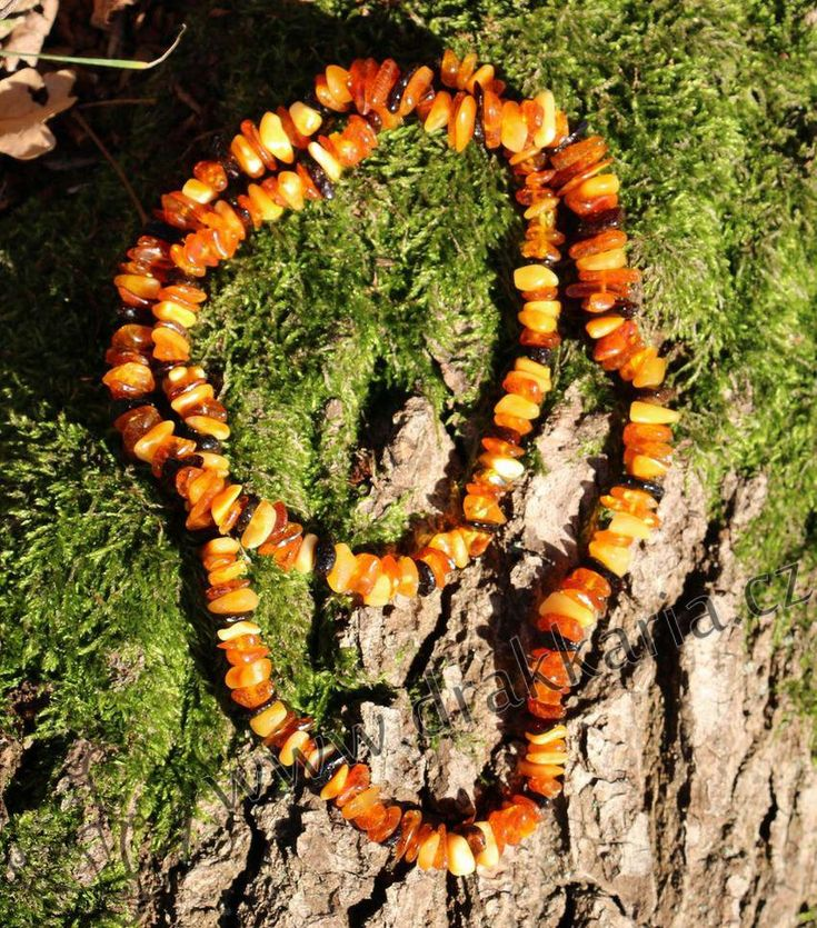 Jantarový náhrdelník o délce 60 cm.