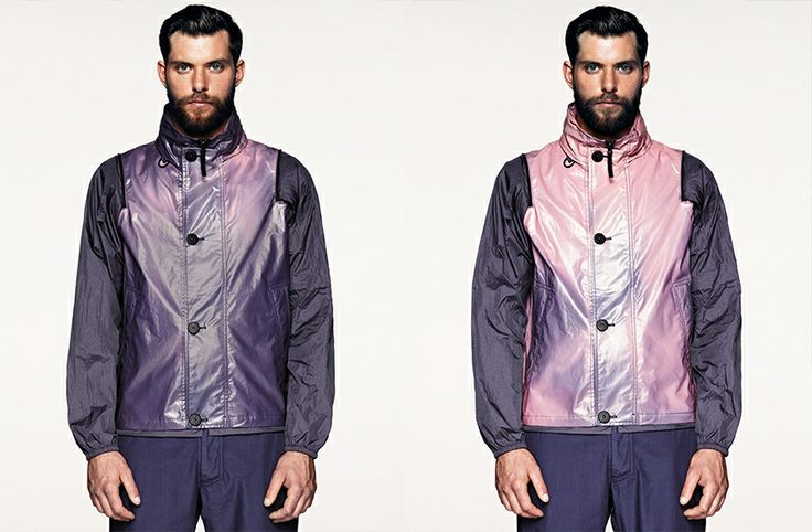 G04XF STONE ISLAND MARINA_HEAT REACTIVE Waistcoat in lightweight fine cotton muslin that changes colour according to the temperature. The molecules of the micro coloured pigments encapsulated in the fabric change colour gradually as the temperature rises, changing the shade of the jackets.