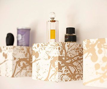 DIY wall cubes look ultra chic with metallic paper. Trace a cube