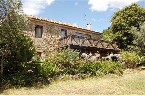 En Venta Casa con 3 cuartos 4.735 mts2 de terreno y 135 de construcción. Precio 198.000,00 Euros. Norte de Portugal
