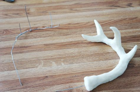 The Welch Cupcakery: How to Construct a Deer Cake