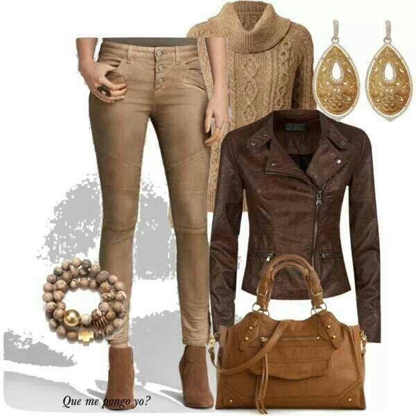 $: LOOK CASUAL INVERNO - composto da jeans e maglione color cammello e da giacca di pelle marrone