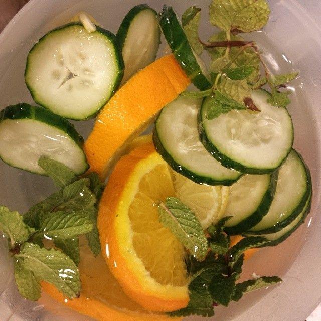 .@joyunexpected | Detox water: cucumber, lemon, orange and mint. | Webstagram: Detox Water