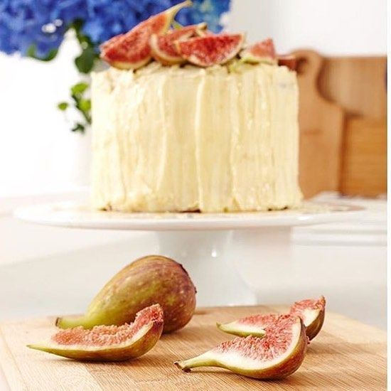 Alice Brew Stylist. Melbourne, Australia. Fresh figs & cake on a Saturday morning 🍰 Styling from our latest range photoshoot, the best props are the edible ones. #ladelle #homewares #cake #figs #cook #bake #yum