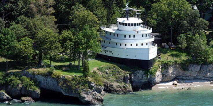 """Wer die Insel South Bass Island im Eriesee betritt, kann das vielleicht außergewöhnlichste """"Hausboot"""" der Welt bestaunen: Es handelt sich um die vom Bootsrumpf abgetrennten, gro&s"""
