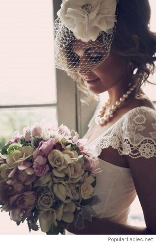 Vintage bride style, love her accessories