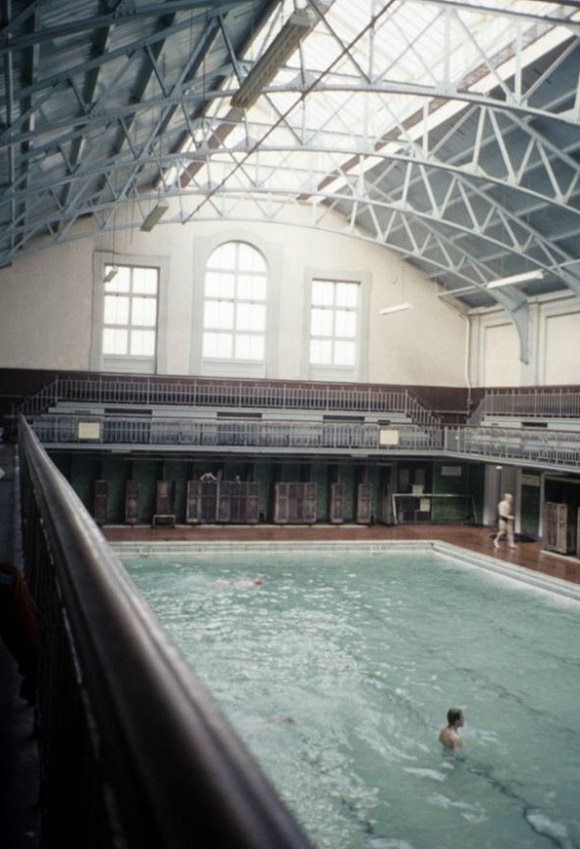 https://flic.kr/p/mEhxLa | Swimming Baths | Interior view of the public swimming baths at Earl Grey Dock.
