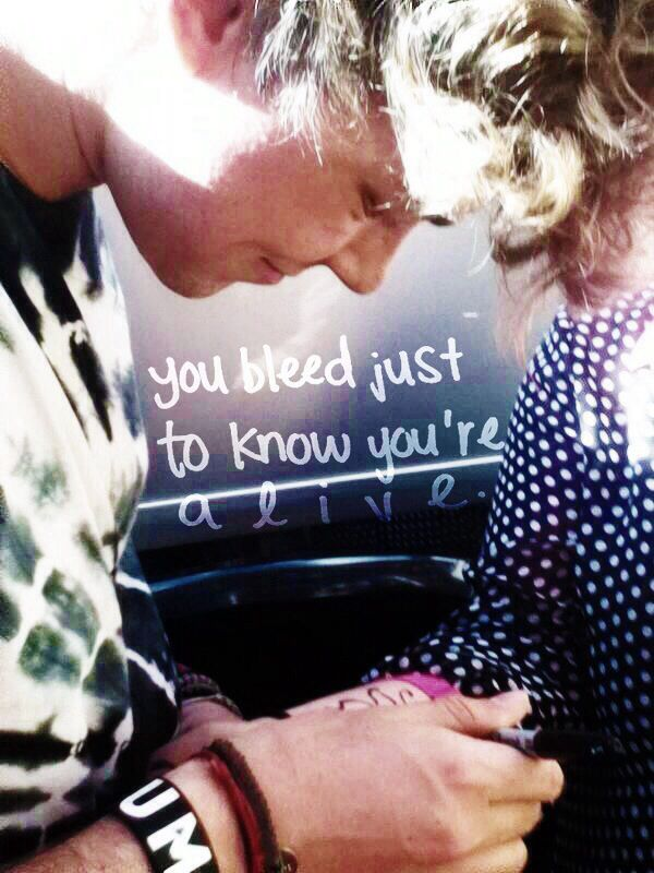 ashton irwin drawing a butterfly on a fan's scars and cuts. we're a family and they love us so much. #5sosfam <<<< I love them so much, like they are reason I know how to love unconditionally <3