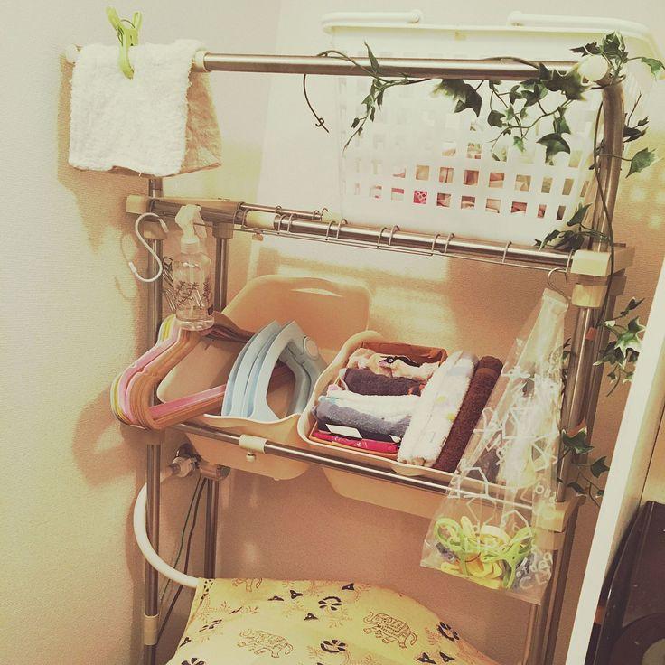 100均×洗濯機ラックのインテリア実例   RoomClip (ルームクリップ) Entrance/ナチュラル/雑貨/100均/洗濯バサミ/一人暮らし/タオル収納