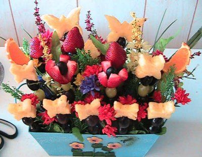 """Ideas for edible fruit centerpieces...also the blog """"ask the decorator"""" has two videos about this"""