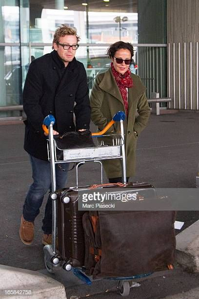 Actor Simon Baker and wife and actress Rebecca Rigg are ...
