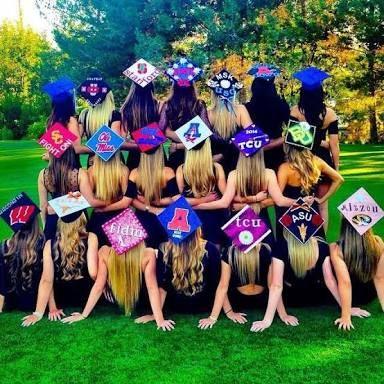 Resultado de imagen para birretes de graduacion con coronas decorados