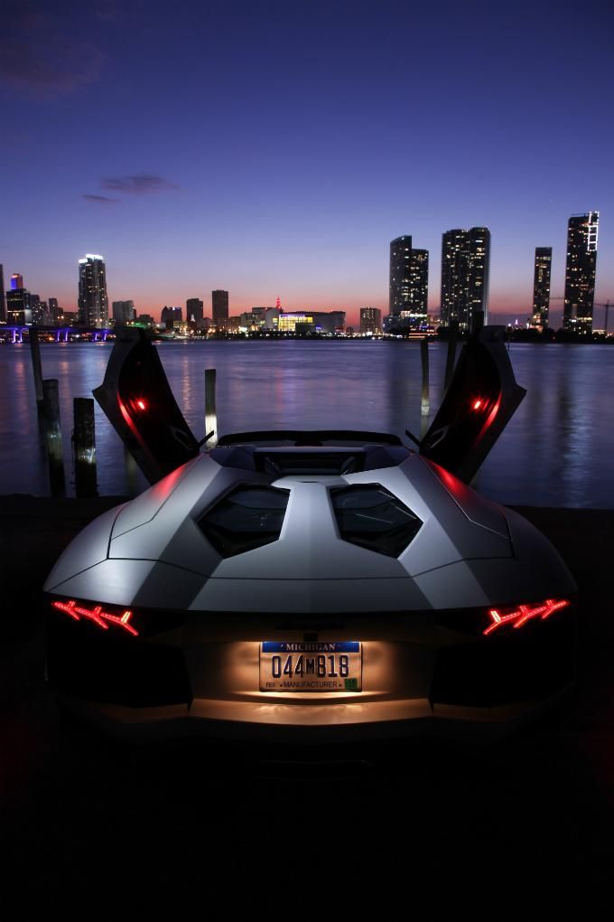 Lamborghini Aventador Roadster. V