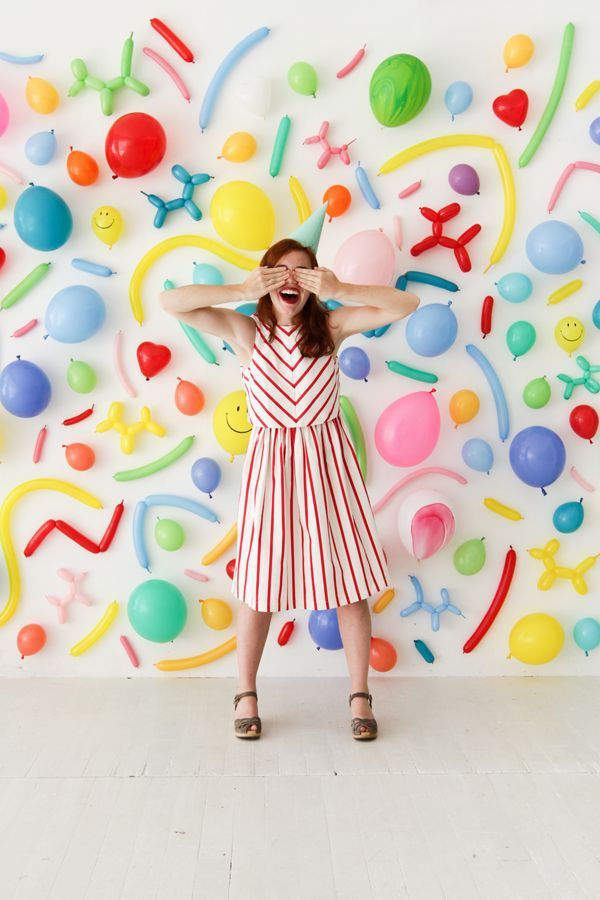 Balloon wall photobooth oh happy day diy party ideas for Balloon decoration on wall for birthday