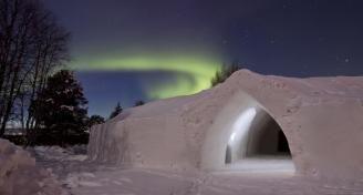 Natuurliefhebbers opgelet! In het koude Finland vind je het 3-sterren Artic Snow hotel, dat dienst doet sinds 2008. Een arctische ervaring, zoals je die nog niet eerder hebt meegemaakt. #origineelovernachten #officieelorigineel #reizen #origineel #overnachten #slapen #vakantie #opreis #travel #uniek #bijzonder #slapen #hotel #bedandbreakfast #hostel #camping