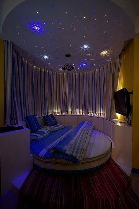 the ceiling ties this room all together. <3