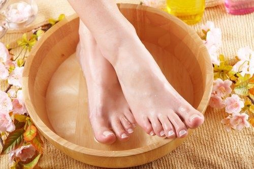 Schwielen an Füßen entfernen