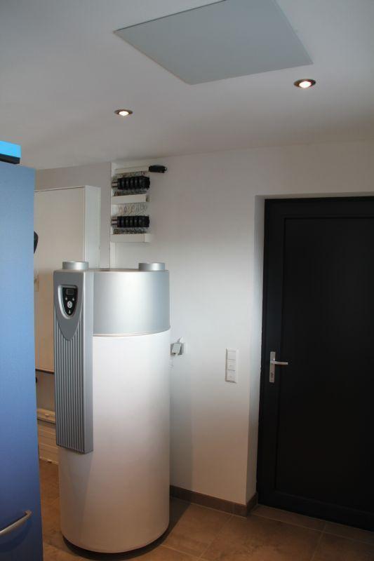 Die perfekte Ergänzung zu einer Infrarotheizung im Niedrigenergie- oder Passivhaus stellt eine Brauchwasserwärmepumpe dar.