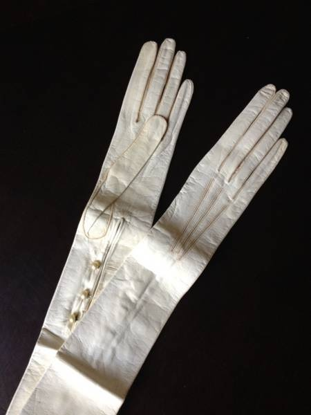 Gloves are so elegant, and no lady would be at a formal occasion without them...