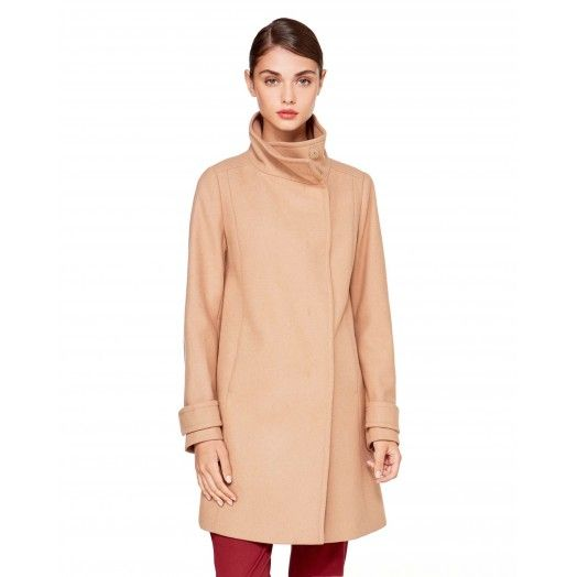 You can never go wrong with a hint of #beige. #Benetton #FW17 #colors #coat #woman