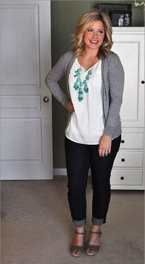 Gorgeous Casual Outfits For Women Over 40