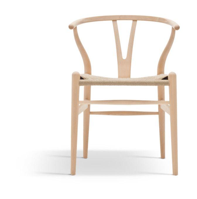 Hans J. Wegners Y-stol, även kallad CH24 och Wishbone Chair. Ett kärt barn har många namn. Av många utsedd till…
