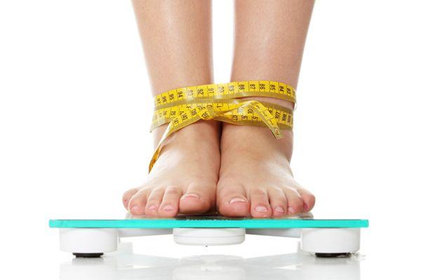 Dimagrire non significa solo attenersi ad un piano alimentare ipocalorico ma seguire uno stile di vita attivo, movimentato e ricco degli stimoli giusti. Ecco una lista delle cose da fare per perdere un chilo in due settimane.