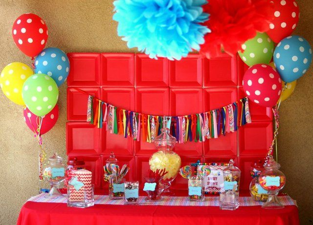 I love this ribbon backdrop! #backdrop #birthday #desserttable