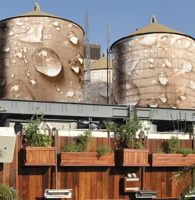 New Yorker Wassertanks werden für guten Zweck zu Kunst - Sie gehören zur New Yorker Skyline wie das Empire State Building und die Brooklyn Bridge: hölzerne Wassertanks. Jetzt werden einige zu Kunstwerken. Mehr dazu hier: http://www.nachrichten.at/nachrichten/kultur/New-Yorker-Wassertanks-werden-fuer-guten-Zweck-zu-Kunst;art16,1483170 (Bild: thewatertankproject.com)