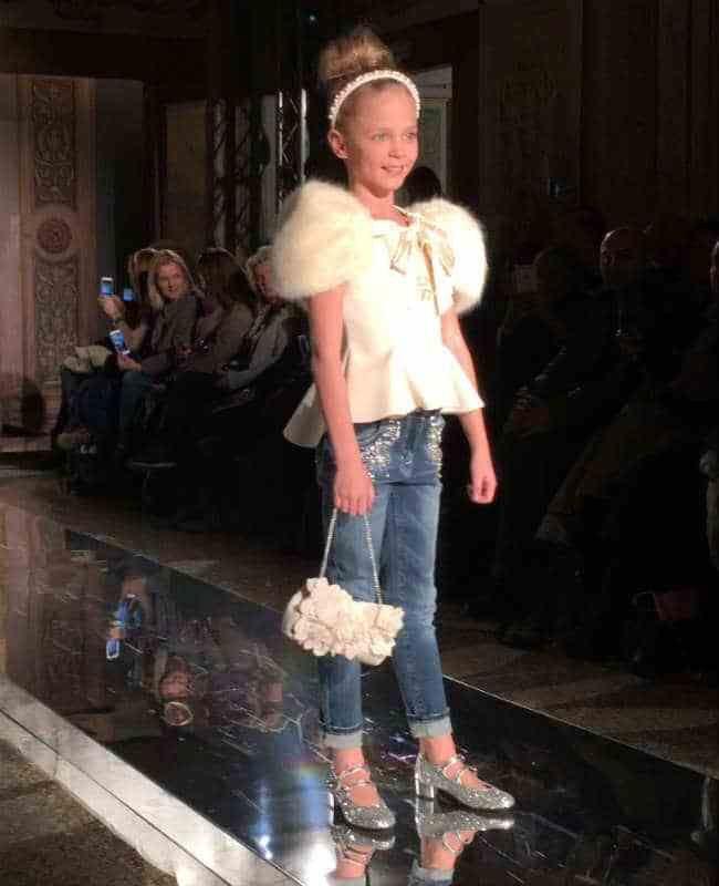 Hola a tod@s/os! Qué tal estáis? Como ya tenemos un espacio en el blog dedicado a los mas pequeños de la casa, vamos a llenarlo. Pitti Bimbo fue el Monnalisa Fall Winter Fashion Show en el Palazzo …