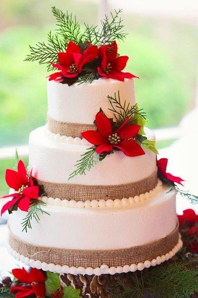 Festliche Urlaubswinterhochzeitstorte Idee – dreistufige runde Hochzeitstorte mit …   – Wedding Cakes