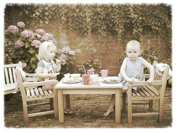 Heerlijk tuinsetje speciaal voor kinderen. #kinderen #tuin #tuinmeubelen