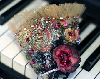Allegra, romantische Fett Manschette mit antiken Spitzen, böhmische Handgelenk wickeln, Perlen und Kristalle