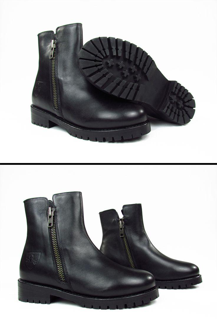 MR. WOLF. Biker boots. Stivale donna.  Mr. Wolf biker boots with double zip. 100% leather. Col. black.  Stivale da donnaMr. Wolf con doppia zip. 100% pelle. Col. nero. #mrwolfshoes #shoes #fallwinter20152016 #autunnoinverno20152016 #fashion #womensfashion #womensshoes #wedgeshoes #boots #stilettos #bags #handbags #moda #abbigliamentofemminile #scarpedadonna #borsedadonna  #topbrands #montorsiboutique #montorsimodena
