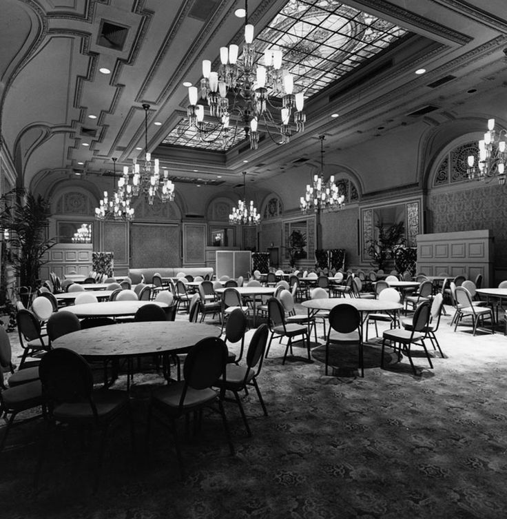 The Alexandria Hotel's Palm Court Room in 1983. When the banquet room first opened in 1910, it was called the Franco-Italian dining room. (Photographer: Mort Neikrug / LAPL 00054918)