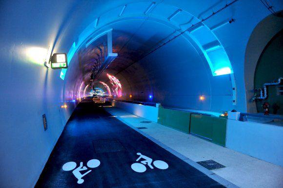 tunnel de la croix-rousse | ... 2013. Fleur Pellerin inaugure le tunnel mode doux de la Croix-Rousse