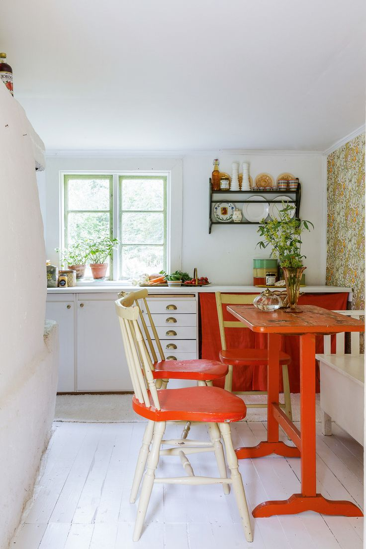 Vintage cottage in Sweden | photos by Karin Johansson I Gravity Home