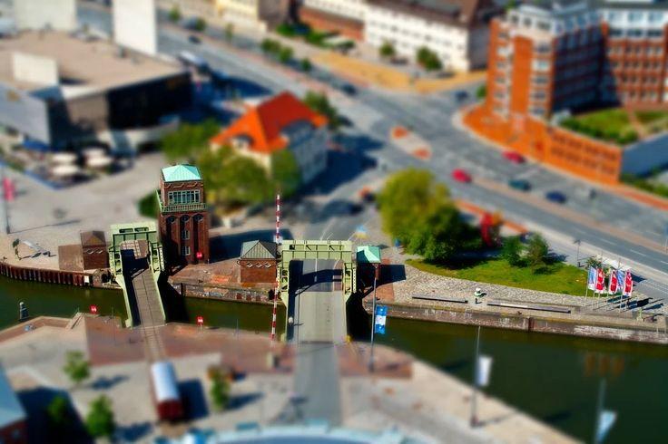 Foto: Bremerhaven. Blick vom Atlantic Hotel Sail City.