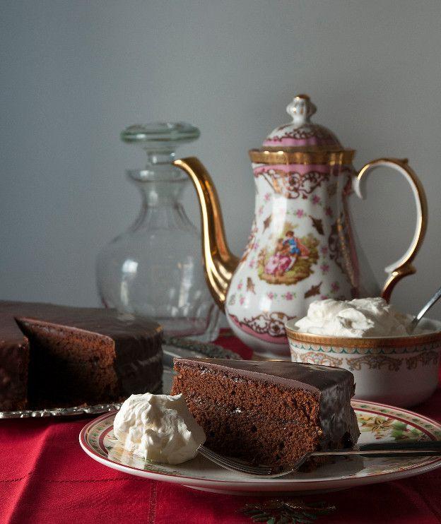 Κλασικό βιεννέζικο κέικ σοκολάτας. Χαρακτηριστικό του η μαρμελάδα βερίκοκο και το σκληρό γλάσο.