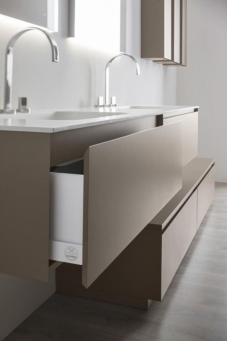 Detail of a drawer of the collection of bathroom furniture Manhattan, by Oasis. Available in many lacquered colors, with washbasin by Tecnoril or Geacril.