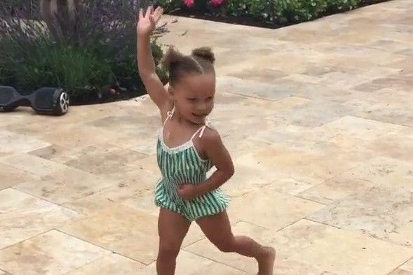 Riley Curry Adorably Nails 'Whip' and 'Nae Nae' on Her 3rd Birthday | Bleacher Report