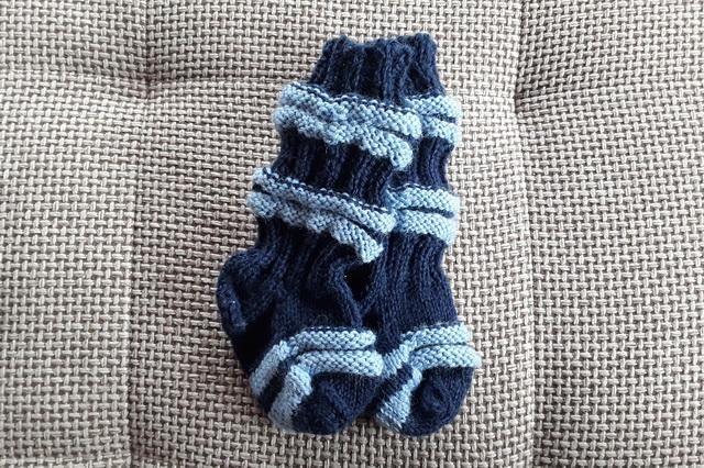 kötött zokni kisbabának