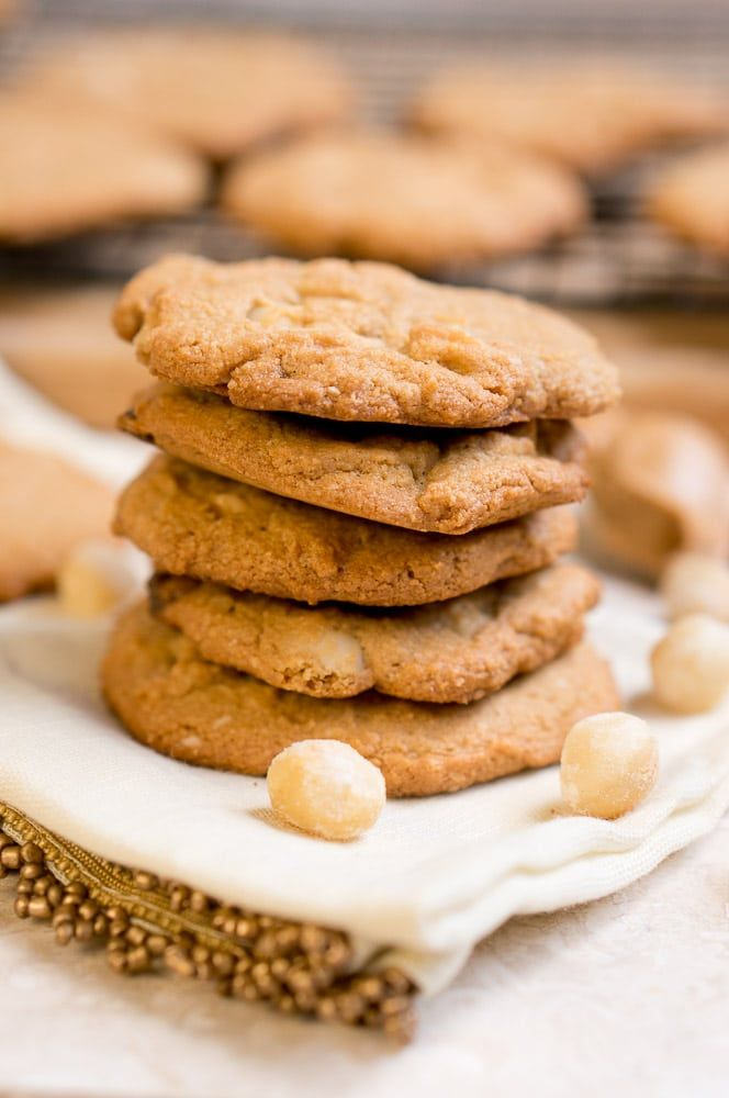 Paleo White Chocolate Macadamia Nut Cookies via @NeliHoward