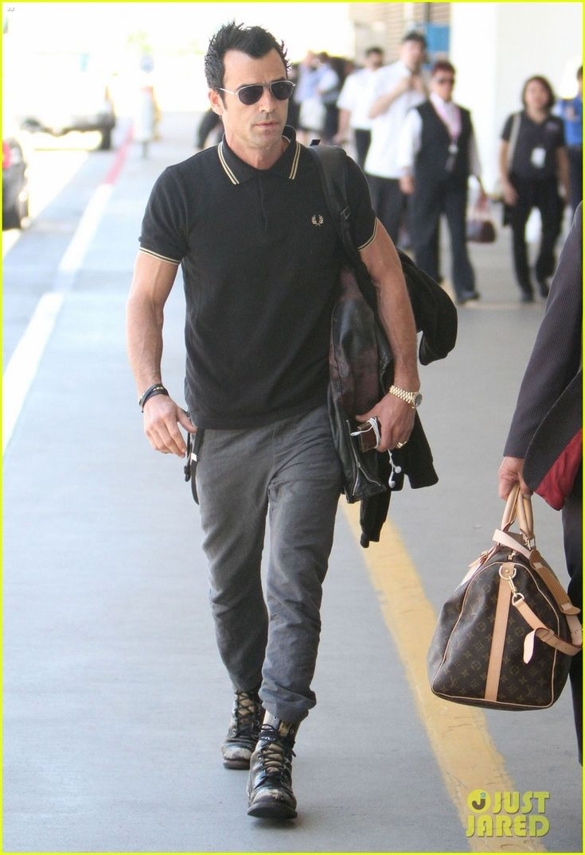 Justin Theroux: Buff Biceps at LAX!
