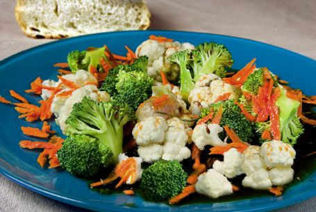 Σαλάτα με μπρόκολο, κουνουπίδι και καρότο - Συνταγές   γαστρονόμος
