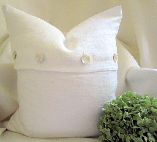 what a fun twist on an envelope pillow20 Pillows, Pillows Covers, Buttons Closure, Linens Pillows, Linens Cushions, Linens Collection, Envelopes Pillows, Buttons Flap, Pillow Covers